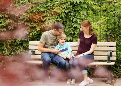 Familie im Park im Frühling